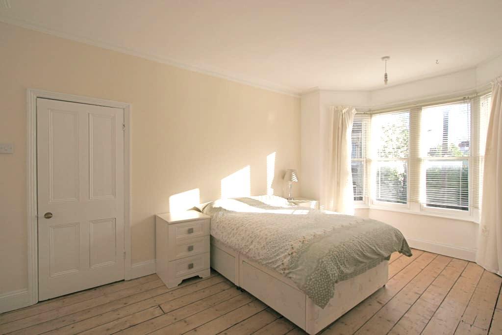 Large double room in Montpelier - 布里斯托尔 - 独立屋