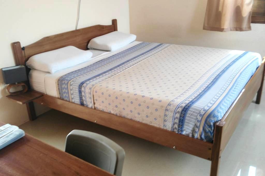 Queen bed + Sofa Bed + A/C + Sat. TV + BREAKFAST - Olon - Bed & Breakfast