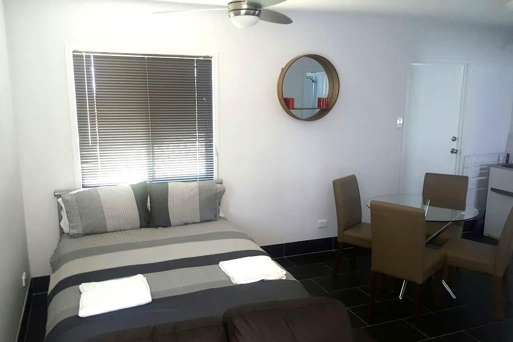 Affordable private studio apartment - Garbutt/Townsville - Dom