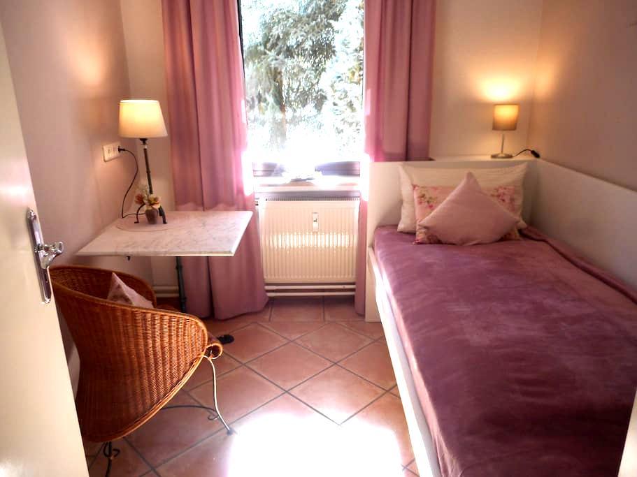 Mühlheim: Kombiniere Stadtnähe mit Natur - Room #1 - Mühlheim am Main - Apartamento