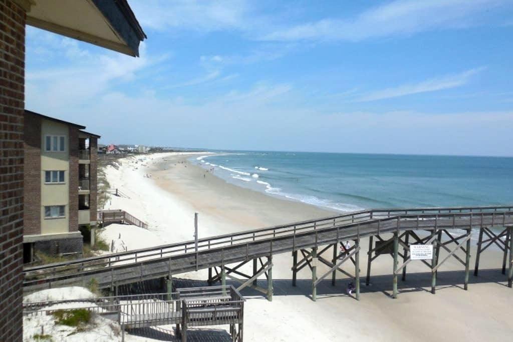 Beachfront Condominium at Pawley's Island - Pawleys Island - Selveierleilighet