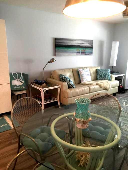 Cozy 1 Bed Condo:Near Siesta Key Beach 55+ - Sarasota - Osakehuoneisto