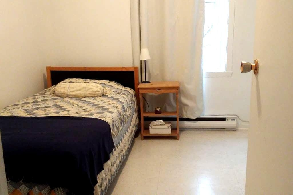 3 mins from Downtown, Inviting Room, Quiet Space - Montreal - Apartamento