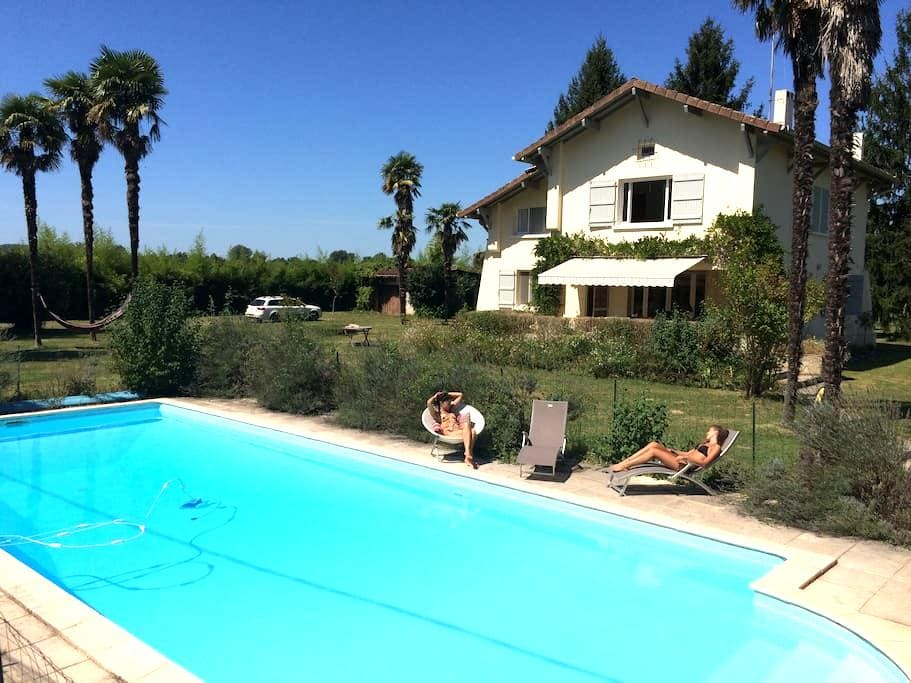 St Jean - Large Villa with Pool - Castagnède