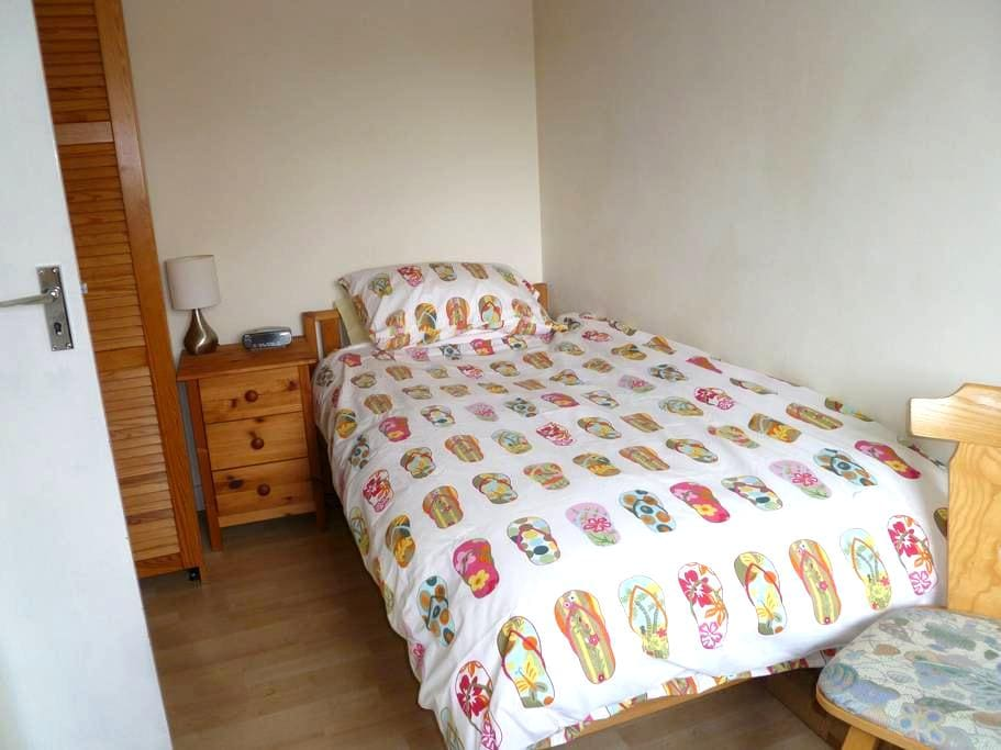 Single room in quiet house - Wokingham - Дом
