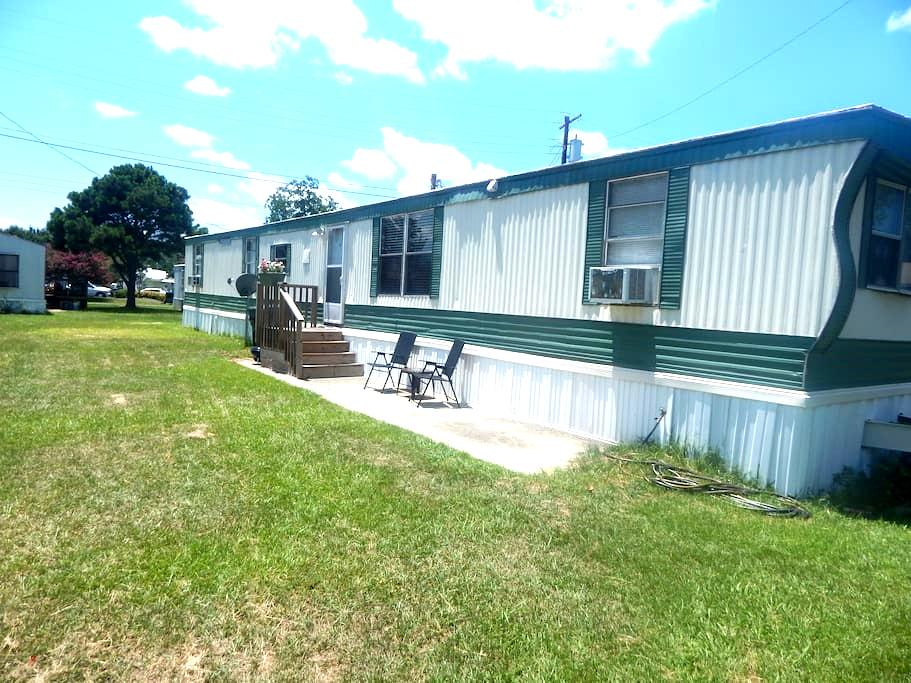 Private room in newly renovated mobile home. - Goose Creek - Bed & Breakfast