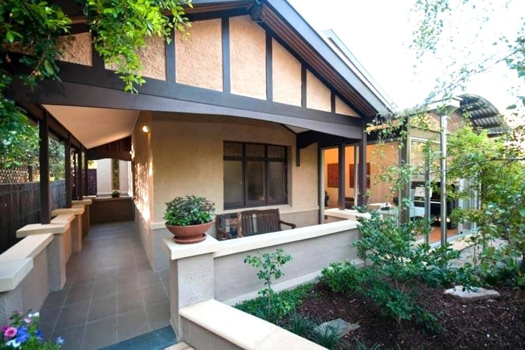 Chic Serenity 6 mins East of CBD - Toorak Gardens - House