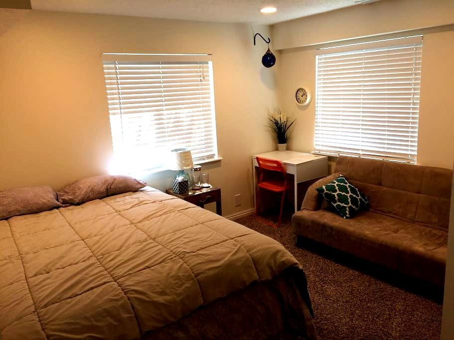 Comfy Room in Good Home - American Fork - Casa