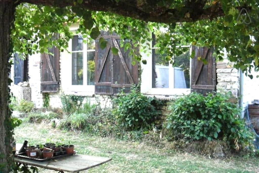 Chambre privée confortable - Crésantignes - House