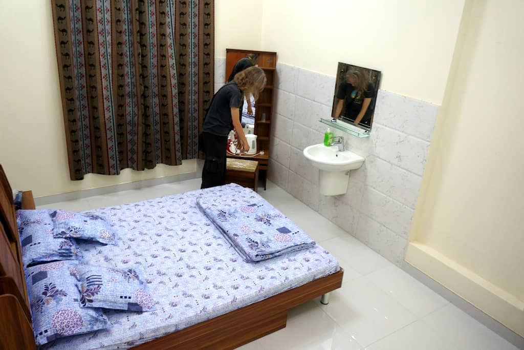 Double room with shared bathroom (room 5) - Muscat - Apartment