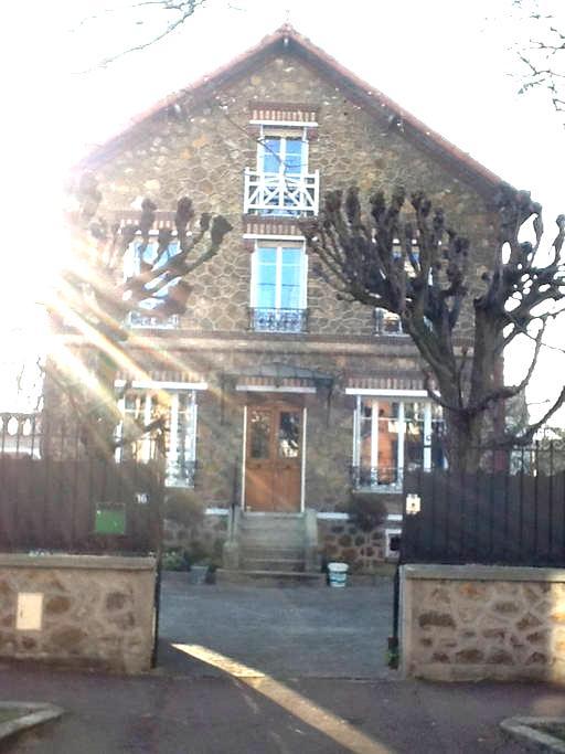 Maison familiale dans écrin de verdure 10mn Paris - Aulnay-sous-Bois - House
