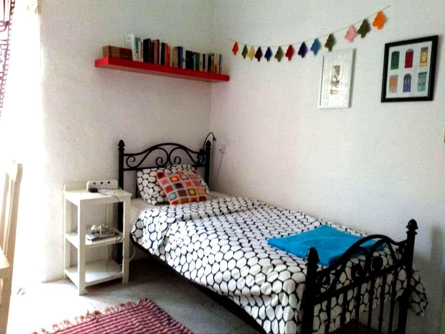 Single bedroom in a townhouse - Msida - Hus