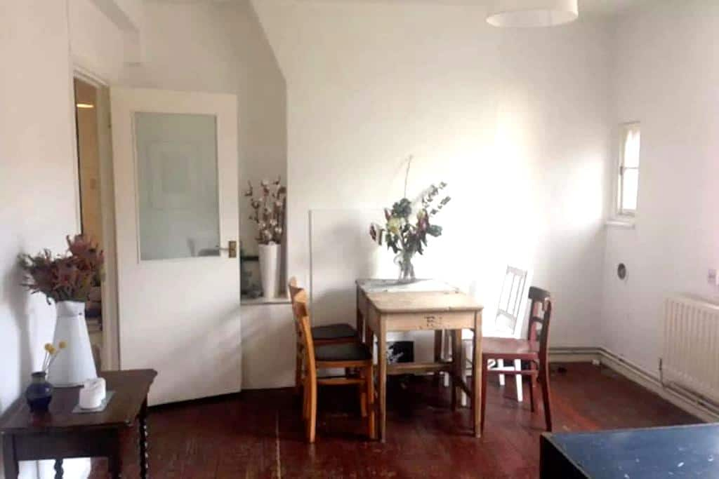 Trendy Room in Shoreditch Flat, East London - London - Apartment