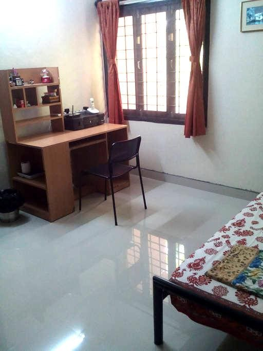 Clean, Safe and Comfy Stay - Chennai