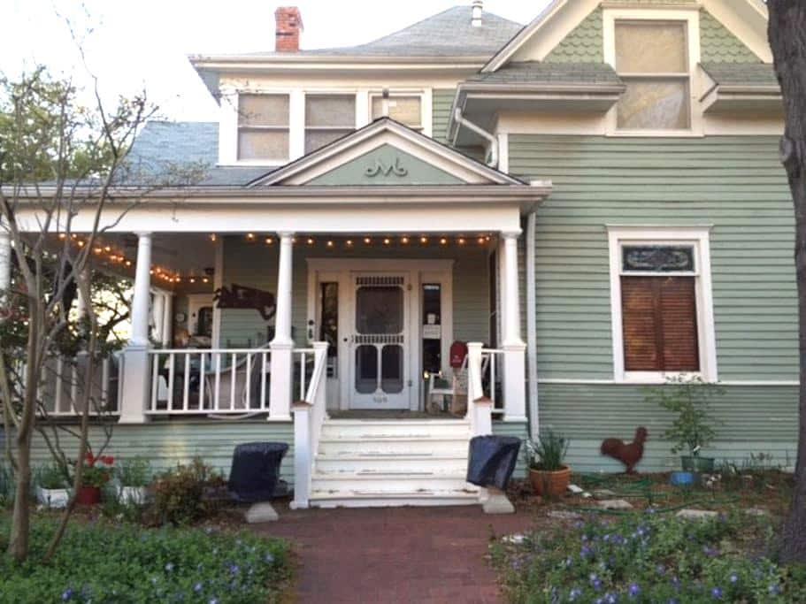 Charming 1909 Victorian Home - マッキニー
