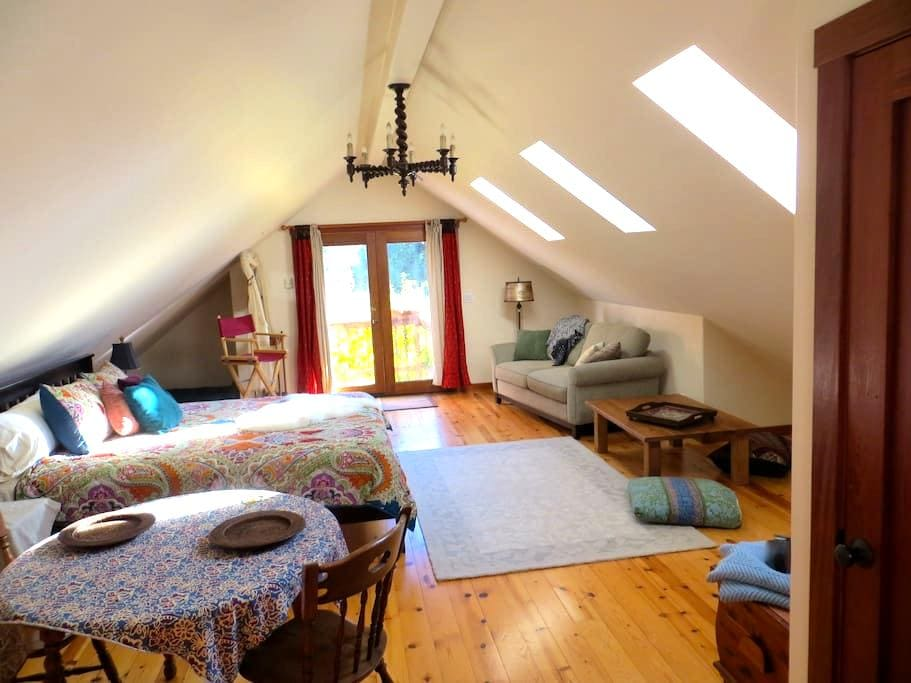 Country Farm Loft with lovely view - Soquel - Loft