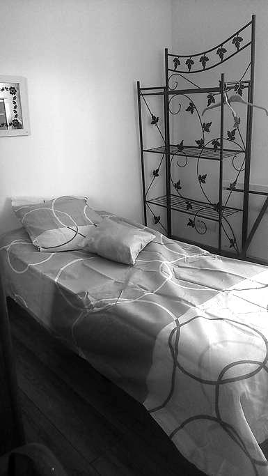chambre coté cour très calme - Brive-la-Gaillarde - Flat