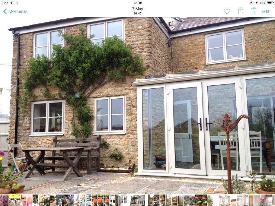 Light, sunny, warm and comfortable cottage with views. - Beaminster - 獨棟