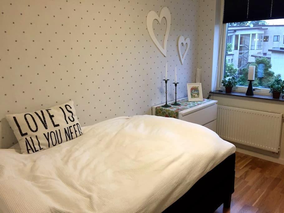 Rum i central och snygg lägenhet - Alingsås - アパート