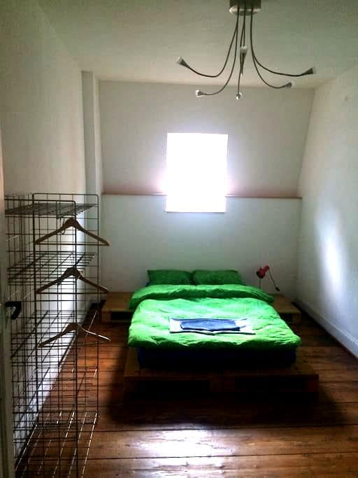 Cosy room in old house 3min. from the station - Basel - Rumah