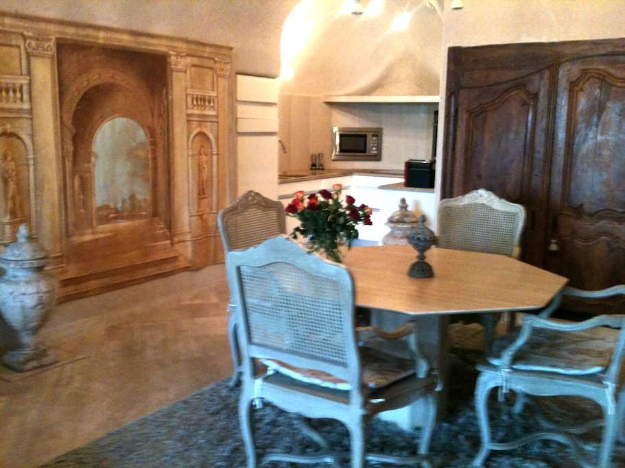 1 chambre troglodyte de charme - Lavardin - House