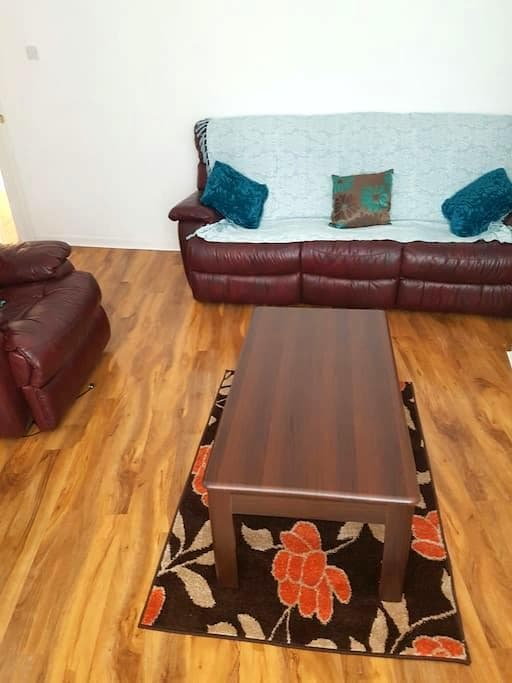 Lovely spacious 3 bedroom house. - Manchester - House
