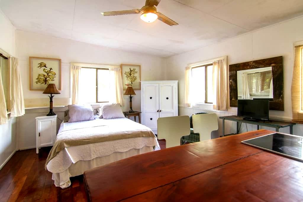 Rainforest  Farm Cottage near Noosa and Eumundi - Tinbeerwah - Stuga