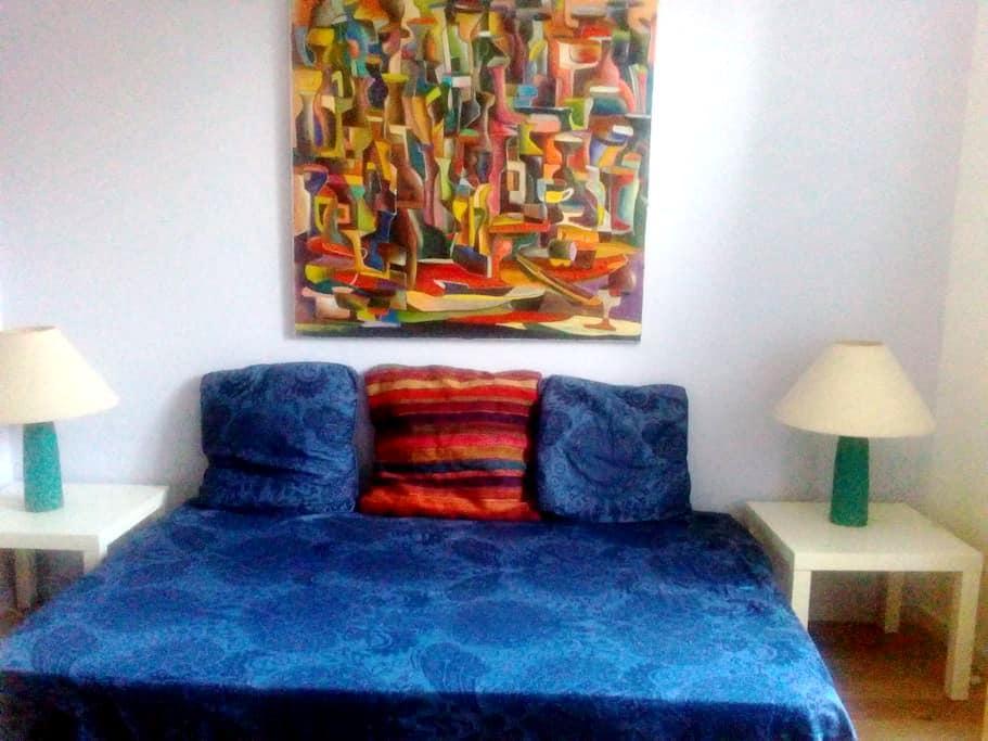Guestroom in an old house, 4mn of the metro - Bagnolet - Oda + Kahvaltı