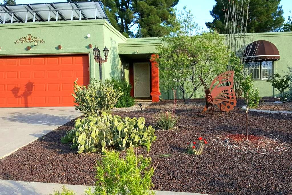 Solar House Happiness - Las Cruces