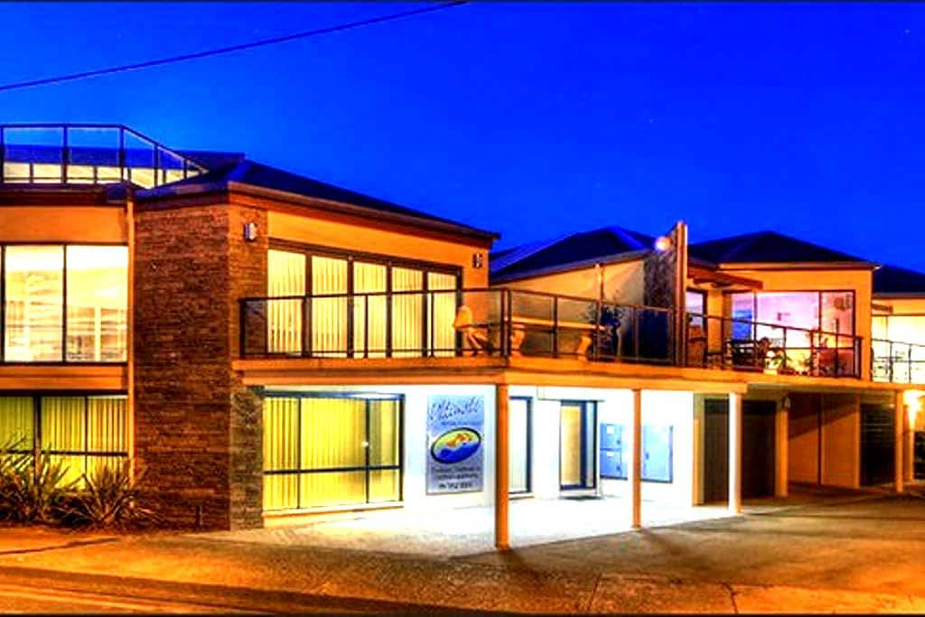 Ultimate Holiday Apartments - Lakes Entrance - Daire