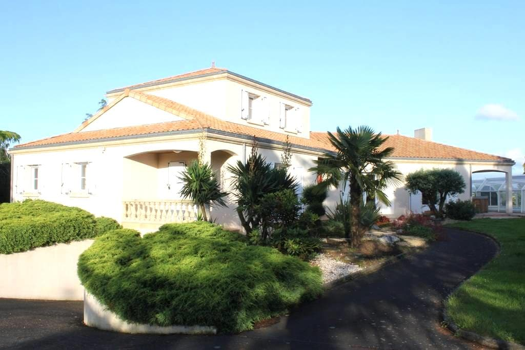 Villa 4BR family&quiet pool&games - Beaupreau - Σπίτι