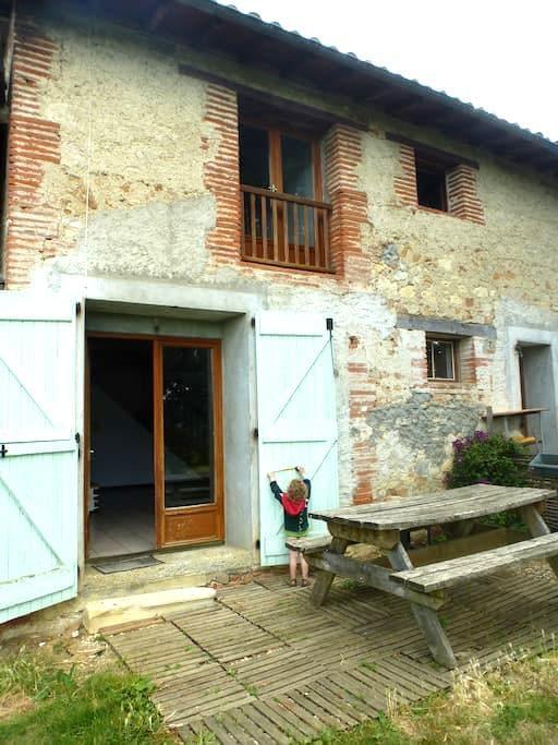 Maison chaleureuse avec beau jardin,Old comfy home - Daumazan-sur-Arize - Casa