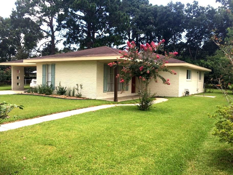 Centrally located house - Lafayette - Casa