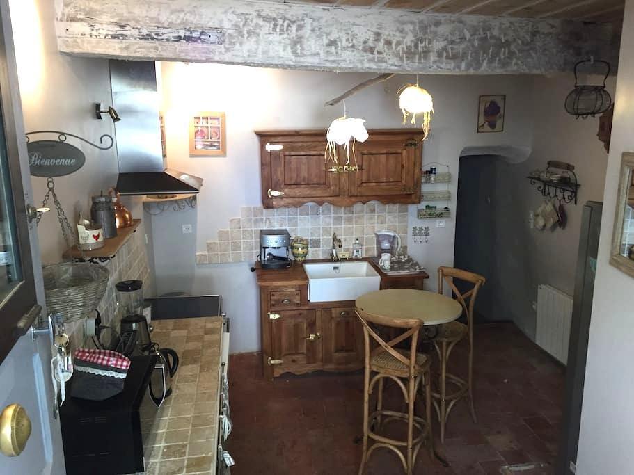 Maison provençale dans le village - Moustiers-Sainte-Marie - Casa