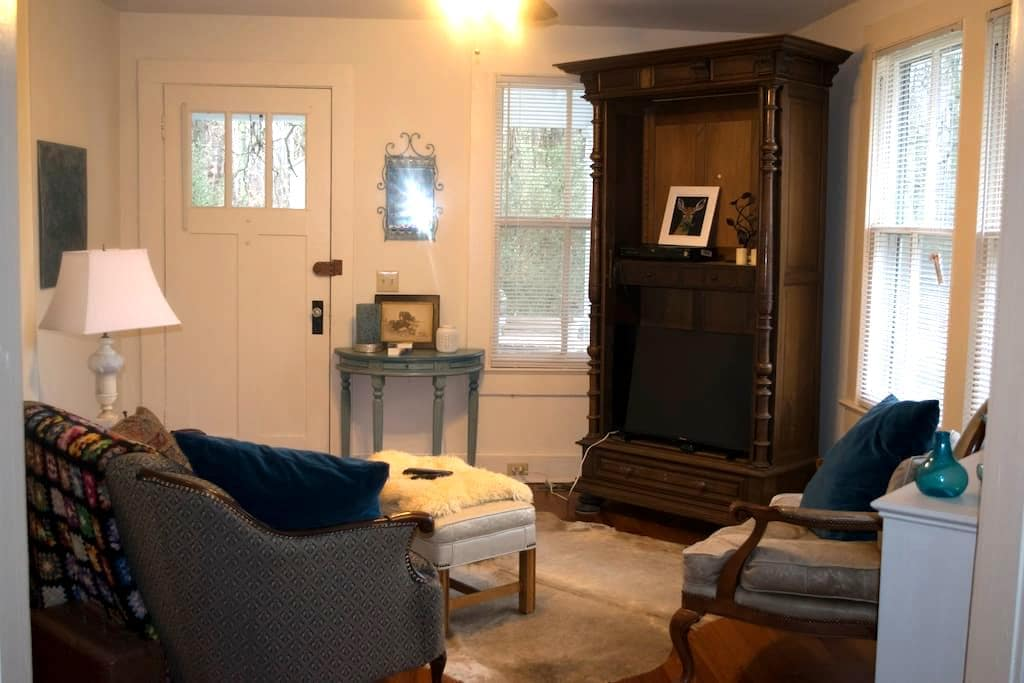 Cozy Room - Less than a mile from Longwood! - Farmville - Bungalow