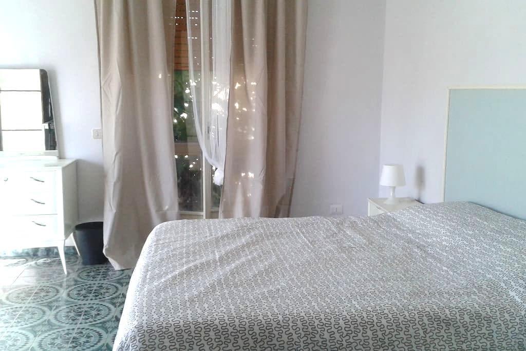 camera spaziosa e luminosa - Terni - Bed & Breakfast