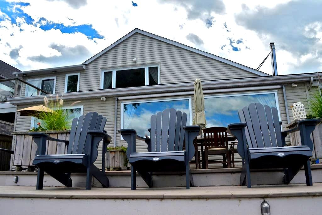 Beautiful Lakehouse in Prince Edward County - Belleville