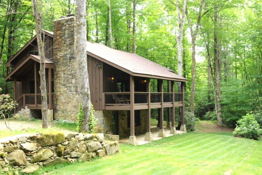 Luxury Lodge Private Waterfall View - Robbinsville