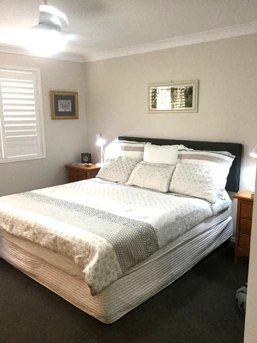 King Bedroom in Resort Style Home - Boondall - Hus