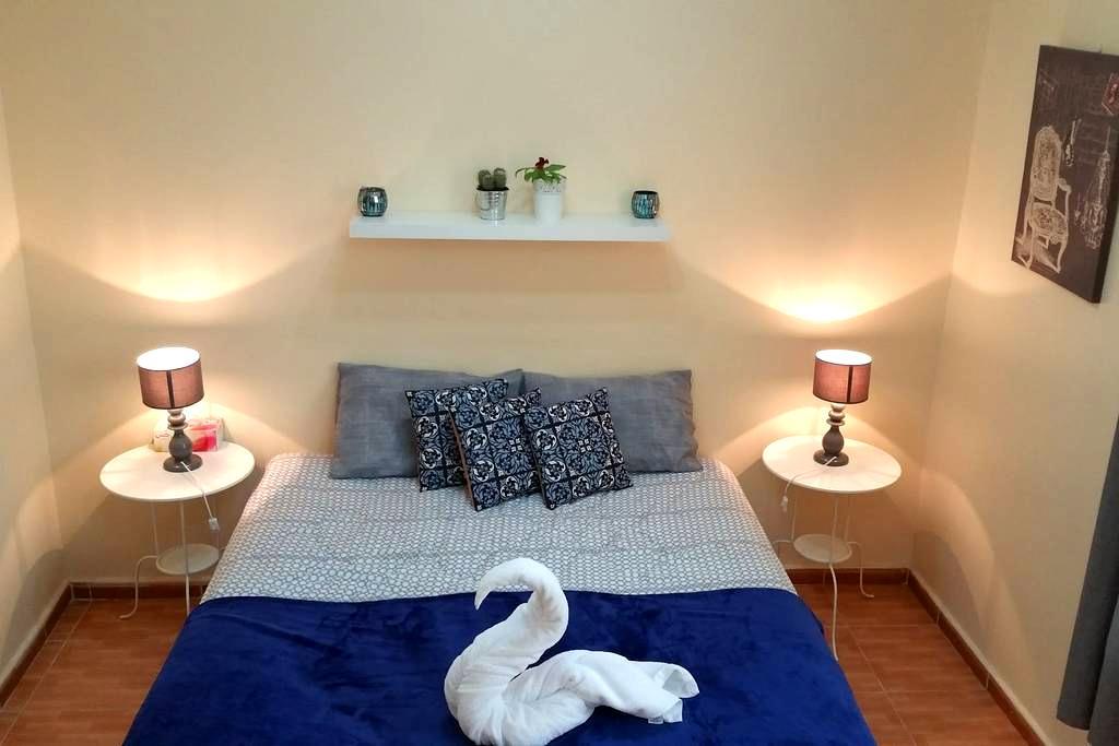 Mountain view room; private bath - Al Shuaibah, Al Ain - Apartment