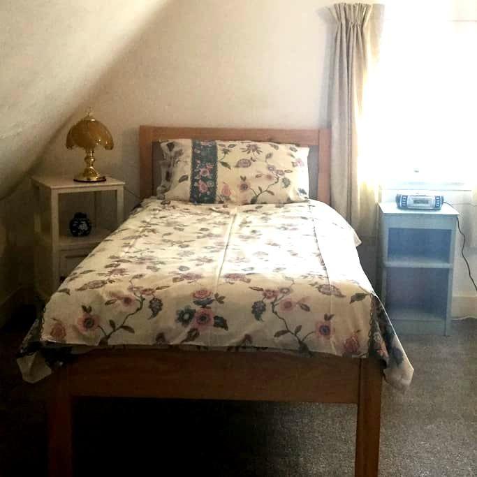 Single Room for R&R, in the attic - Portgordon - Loft