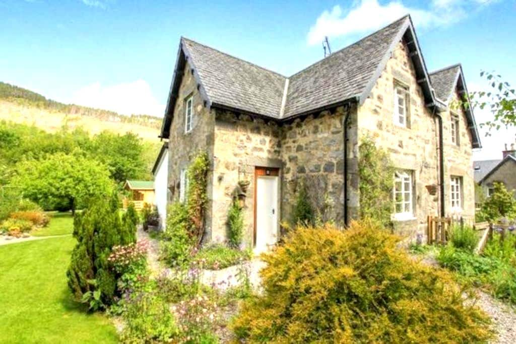 Tranquil Cottage in The Highlands - Inverness  - Huis