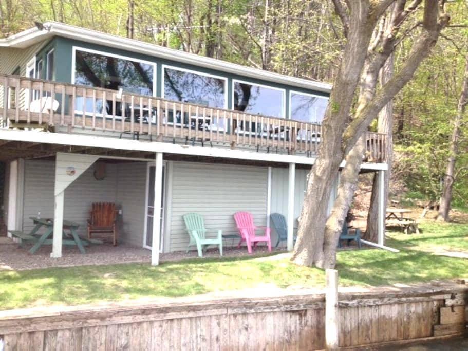 Seneca Lake Romantic Hideaway - Penn Yan