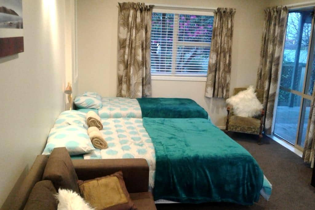 Quiet modern close to shops, transport - Auckland - Bed & Breakfast