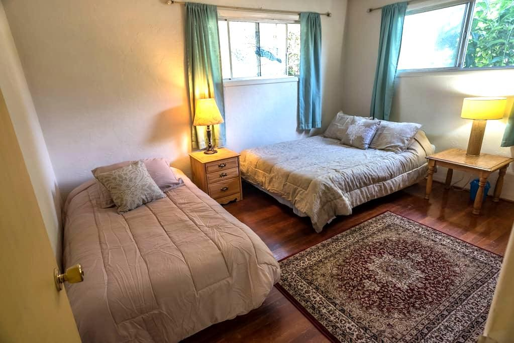 Beautiful Cozy room with a Queen and a Twin bed - Springfield - Rumah