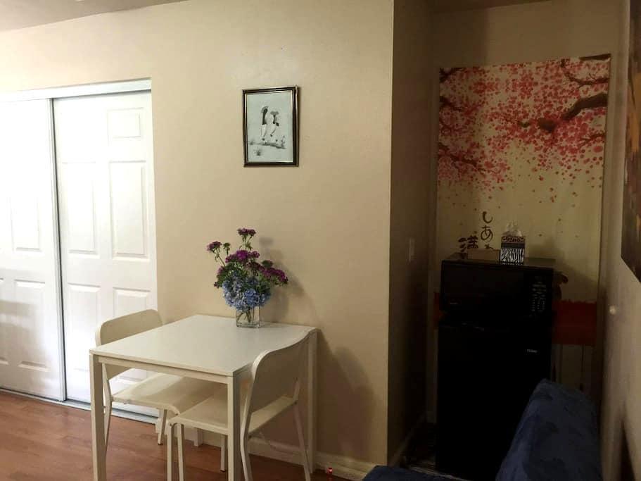 DISNEYLAND-cosy room w/private bath - Garden Grove - Maison