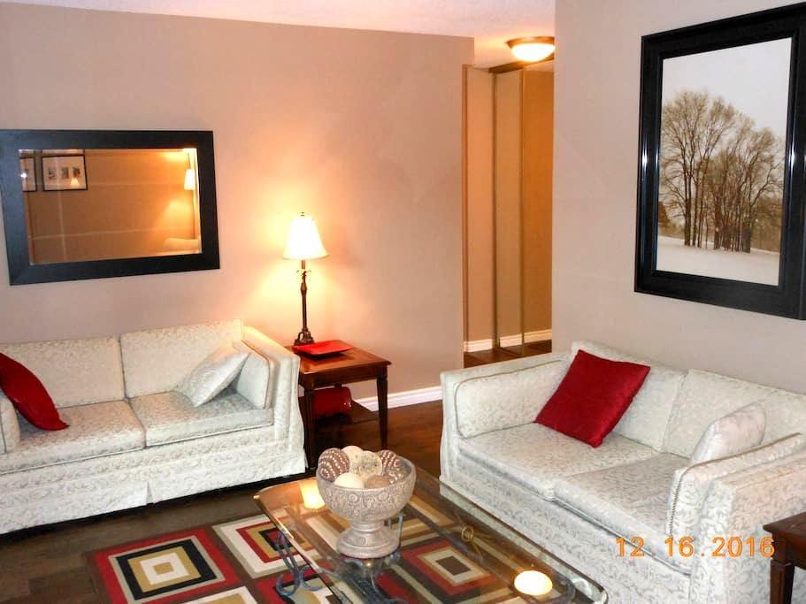 Newly renovated large 1 bedroom condo - Calgary - Selveierleilighet