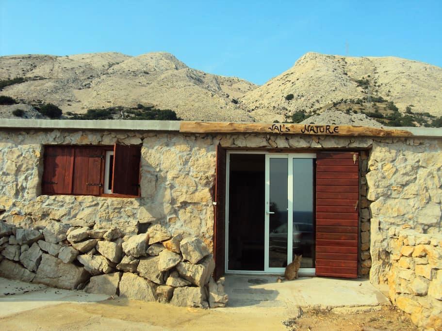 House in a bay 'Val's nature' - Stara Baška - บ้าน