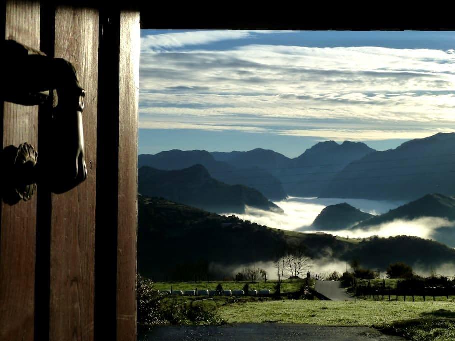 View, breakfast, jacuzzi, a strategic destination. - Pandiello