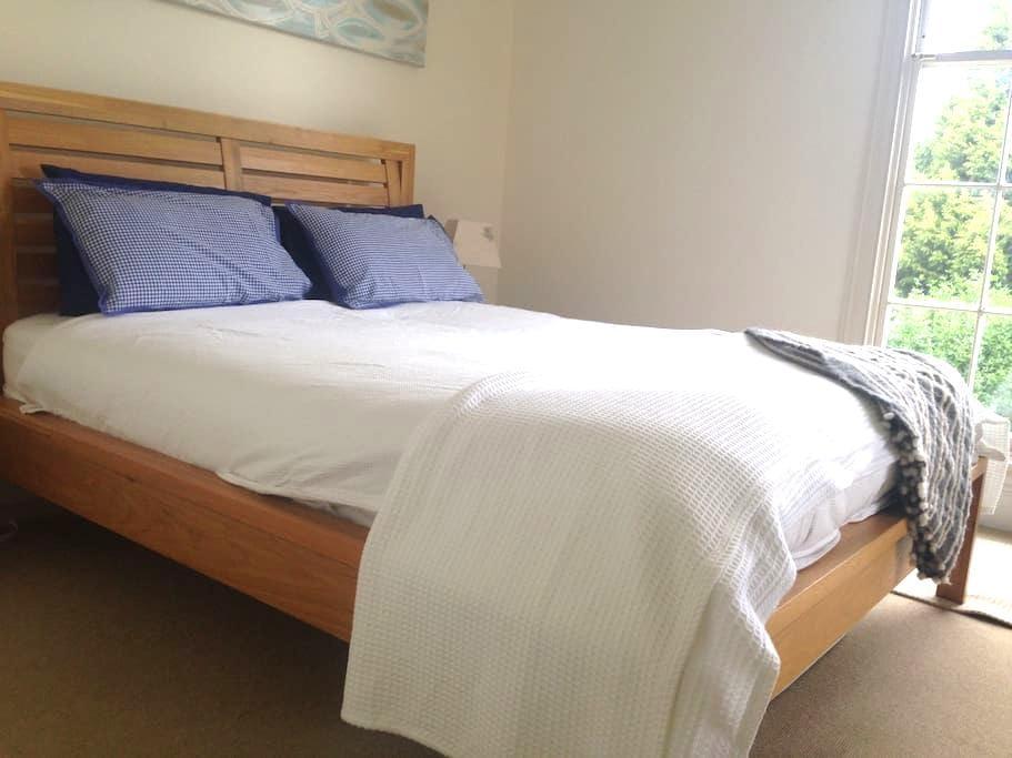 Large Private bedroom, Ensuite, separate entrance. - Howrah - Bed & Breakfast